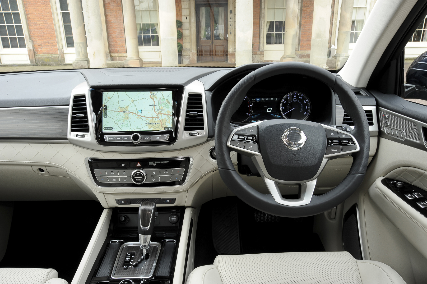Ssangyong rexton ex auto 7 seat review for Ssangyong rodius interior