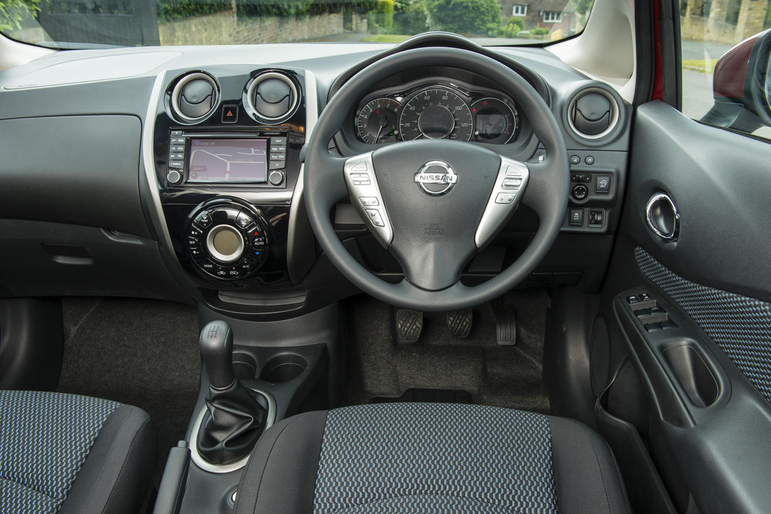 Nissan note 1 5 dci for Nissan versa note interior dimensions