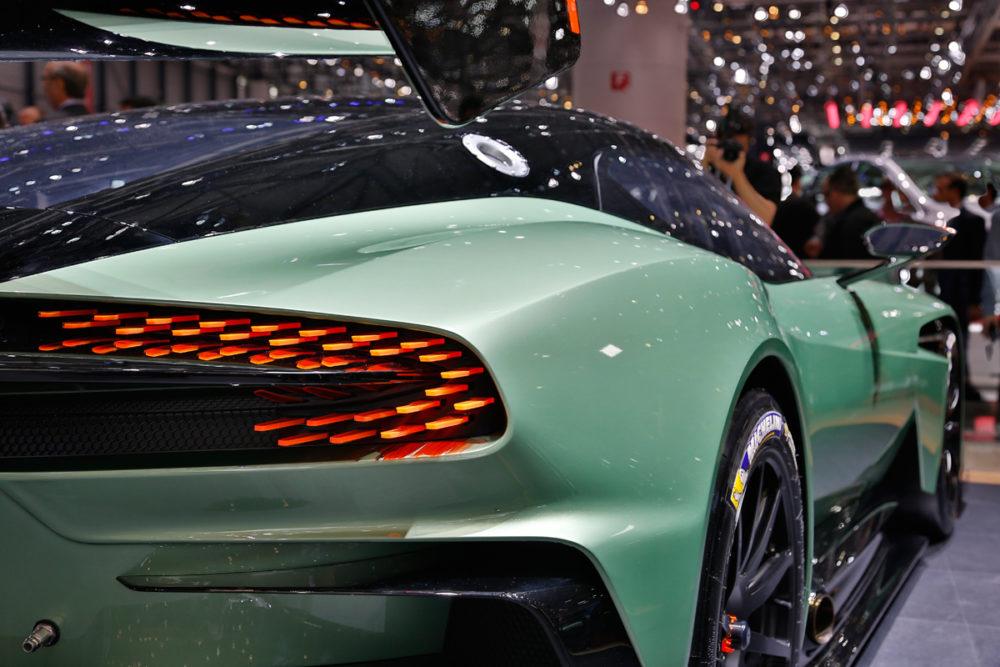 Aston-Martin_Vulcan-r154f8f2ca9258f.jpg