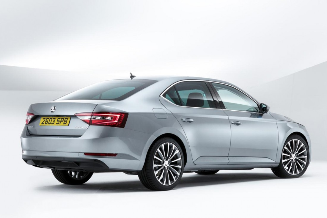Skoda Superb Hatch Se L Executive 2 0 Tsi 220 Review 2015