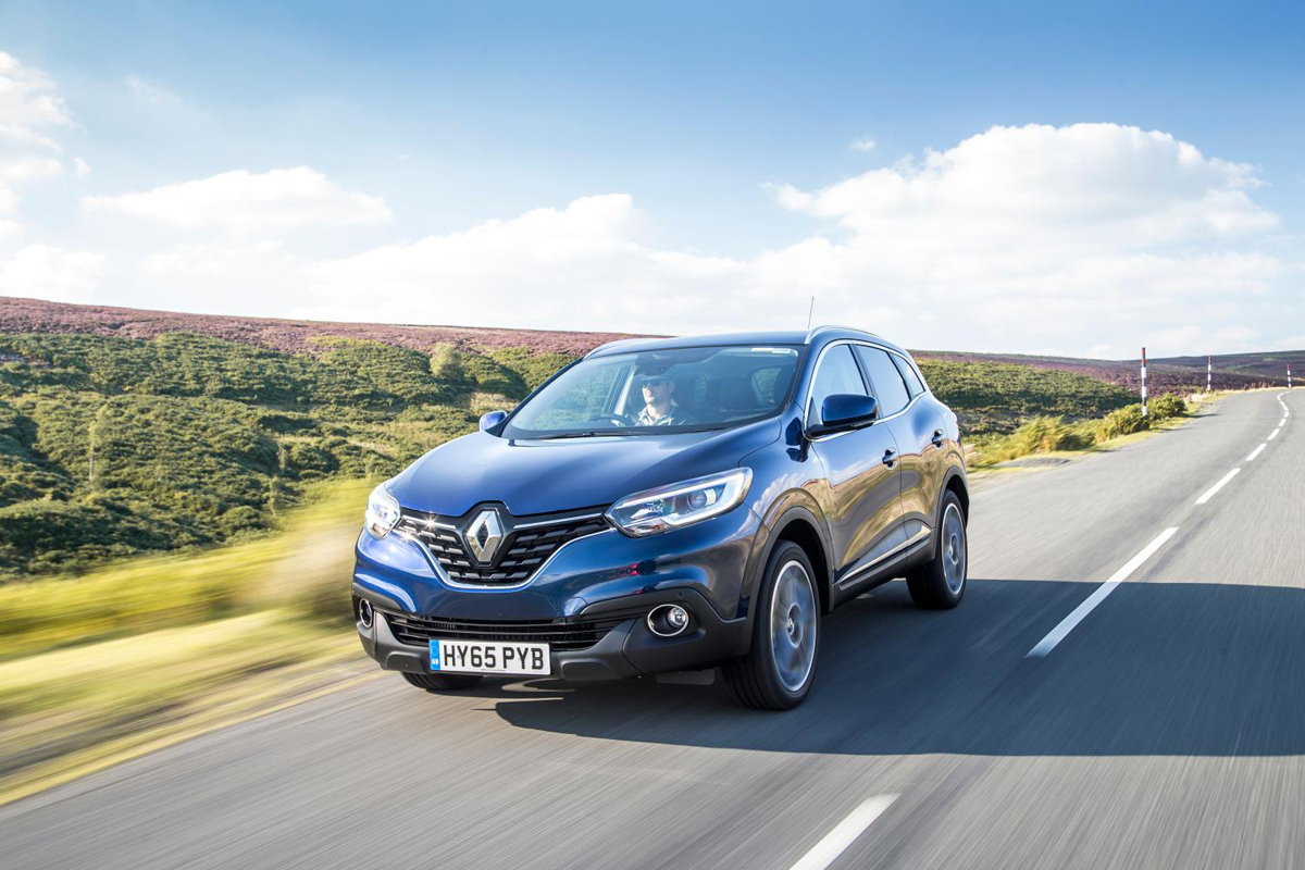 renault kadjar review 2015. Black Bedroom Furniture Sets. Home Design Ideas