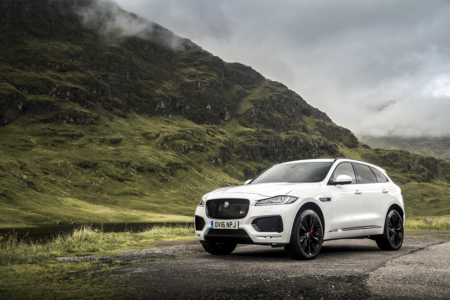 jaguar f pace r sport awd review. Black Bedroom Furniture Sets. Home Design Ideas