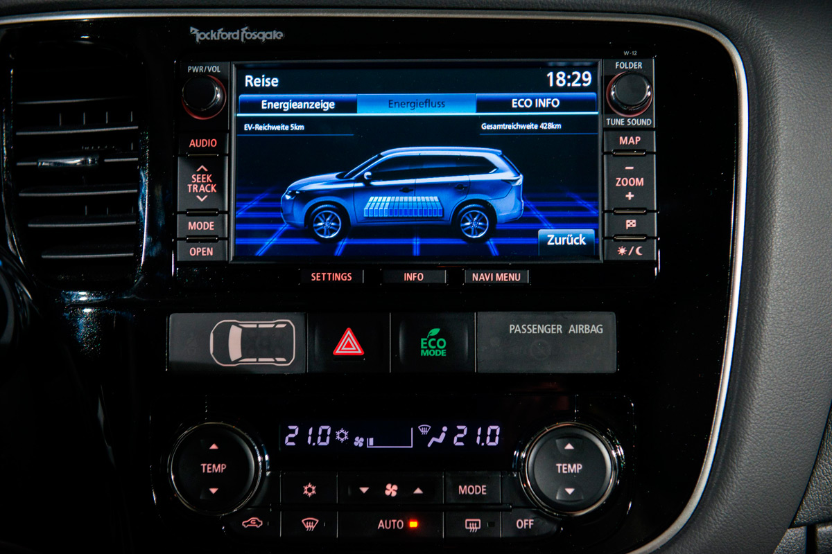 Mitsubishi Outlander PHEV Review 2014