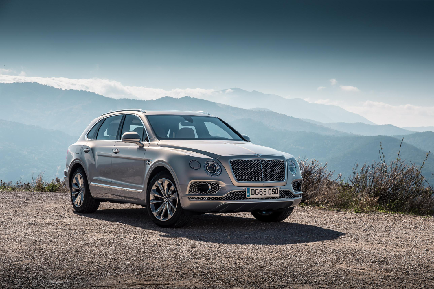bentley bentayga fastest most luxurious suv for a while. Black Bedroom Furniture Sets. Home Design Ideas