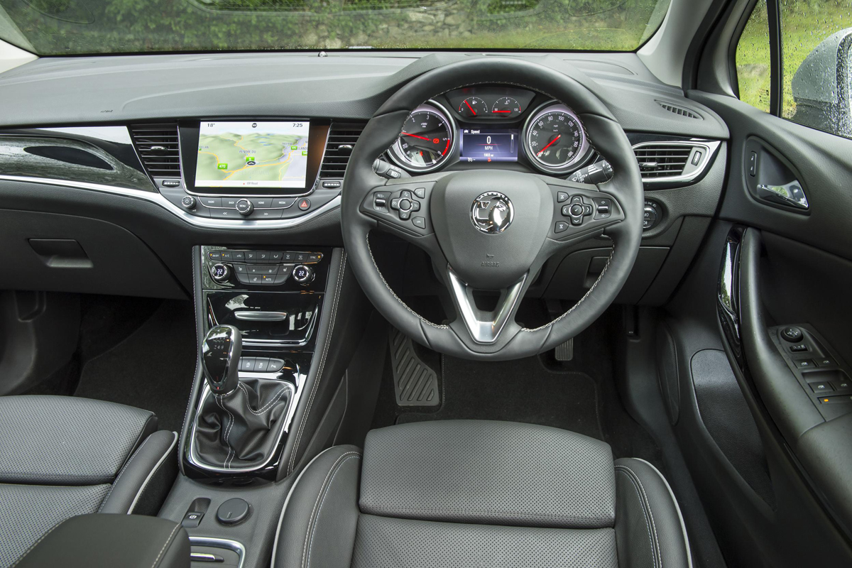 Vauxhall astra sri nav 150 review for Opel corsa 2010 interior