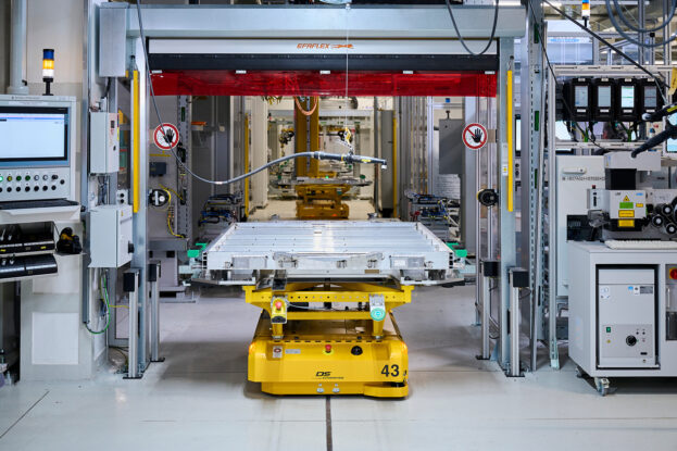 Production of the high-voltage battery for the BMW iX and BMW i4
